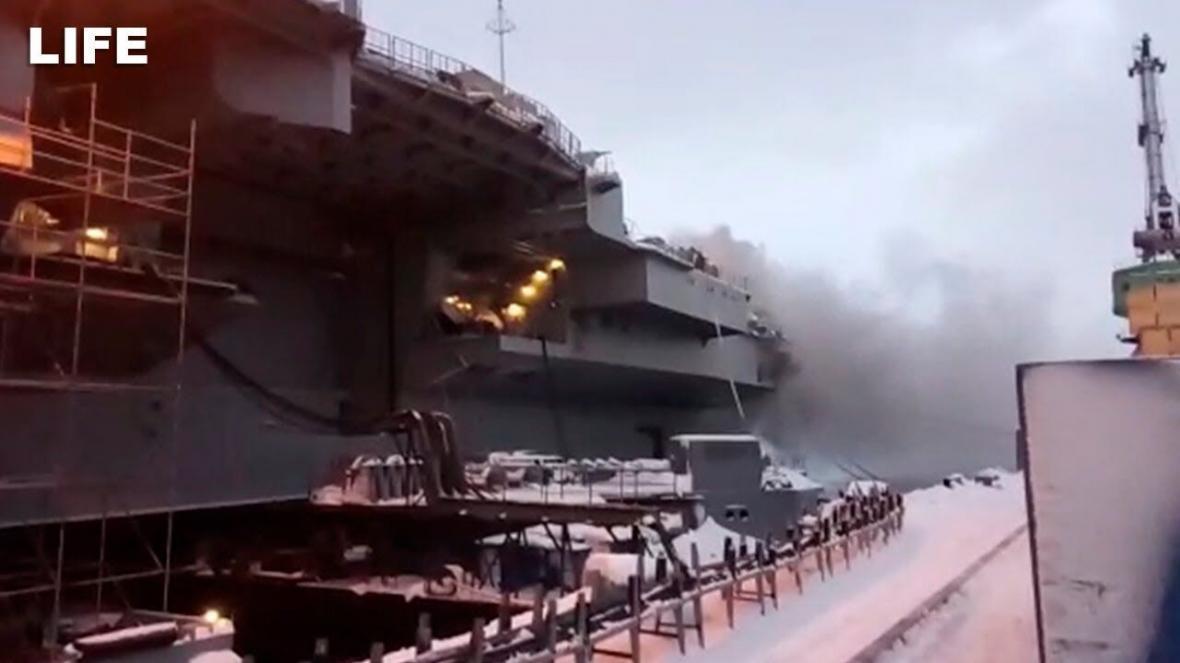 آتش سوزی در تنها ناو هواپیمابر روسیه (