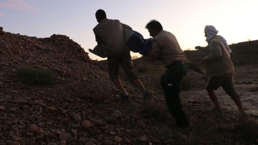 عکس ، زنده گیری اولین تمساح سیل زده در بلوچستان