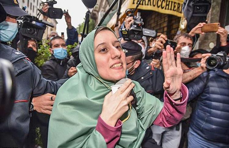 دختر ایتالیایی پس از 18 ماه به خانه بازگشت ، گروگانی که مسلمان شد