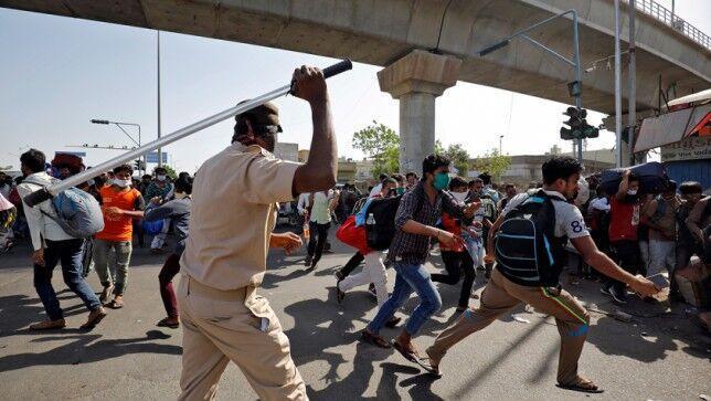 هندی ها به تمدید قرنطینه سراسری اعتراض کردند