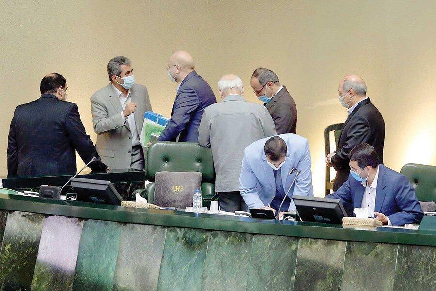 چالش جدید اصولگرایان در مجلس ، نمایندگان درباره رئیس عظیم ترین فراکسیون به توافق نمی رسند