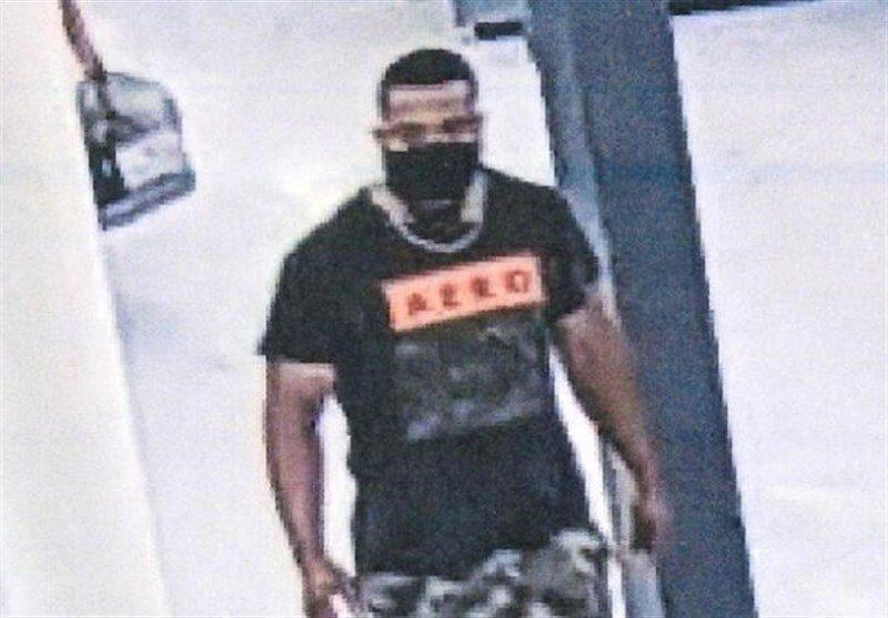 عکس ، مرد کرونایی مشتریان یک فروشگاه را در آغوش می گرفت ، این فرد هنوز دستگیر نشده است