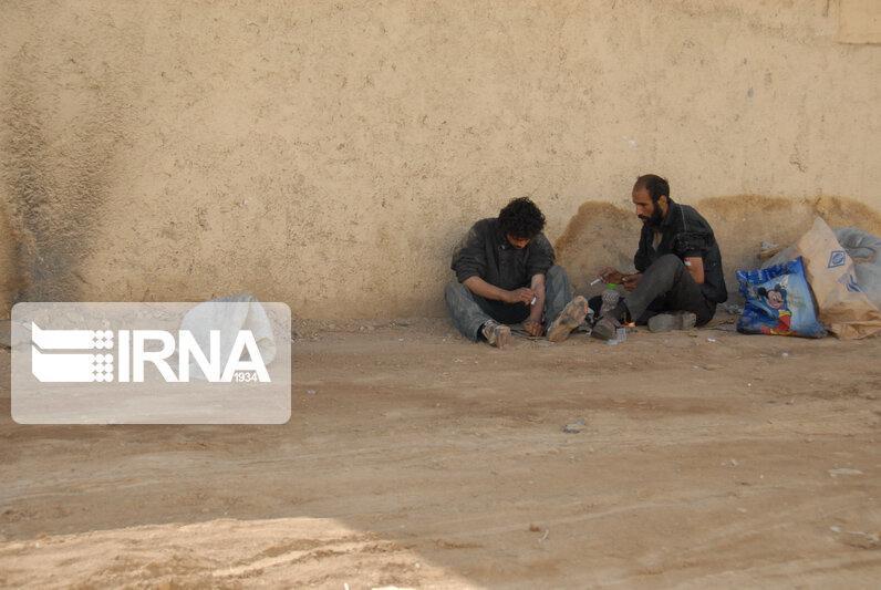 خبرنگاران معتادان متجاهر دارای زخم باز به مراکز درمانی ارجاع داده می شوند