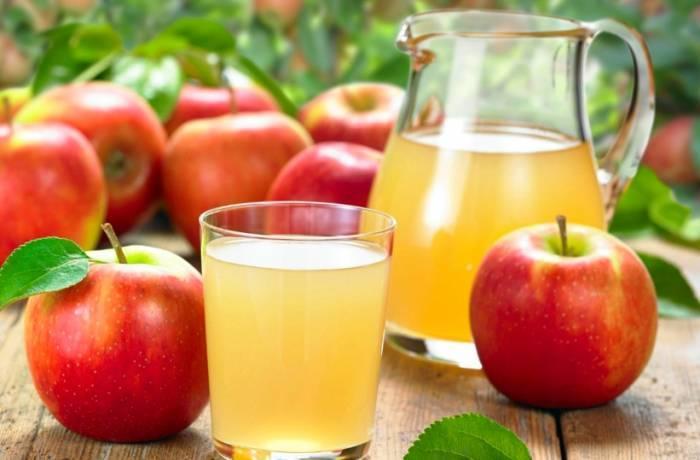 خواص و مضرات آب سیب