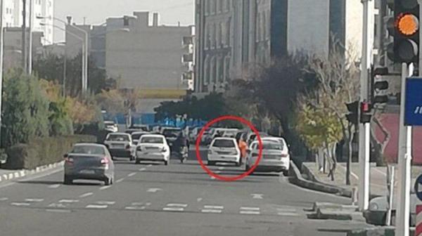 رونمایی از یک شغل زنانه در تهران: عابرزنی!