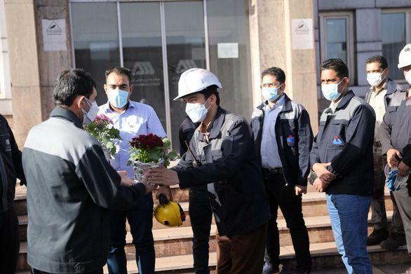 دیدار مدیر مجتمع و جمعی از مدیران گل گهر با کارکنان پرتلاش خطوط تولید